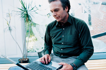 Man using an HP notebook computer